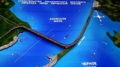 Почти две трети автодорожной части Крымского моста заасфальтированы