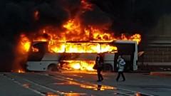В центре Санкт-Петербурга дотла сгорел туристический автобус