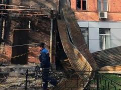 В доме по ул. Рашпилевской в Краснодаре восстанавливают сгоревшую кровлю