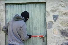 В Новокубанске хозяин дома застал воришку в подвале