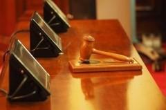 В Якутии суд обязал многодетную семью замуровать окна в доме