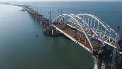 Специалисты начали возведение железнодорожных пролетов моста в Крым