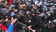 В Киеве у здания кабмина начались столкновения митингующих с полицией