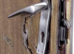 Жителя Городовиковска заподозрили в нарушении неприкосновенности жилища