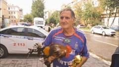 В Екатеринбурге россиянка купила петуха главному болельщику сборной Франции