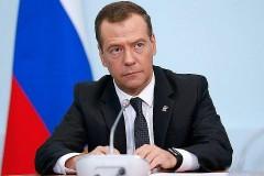 Медведев поручил разработать ответные меры на пошлины США
