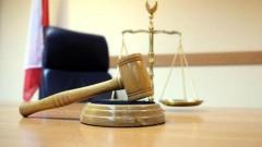 В Калмыкии ждет суда мужчина за взятку и наркотики