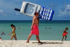 Мобильные операторы отменяют роуминг в России