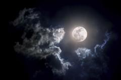 Ученые доказали наличие льда на темных и холодных поверхностях Луны