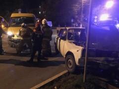 В Элисте произошло ДТП с участием пассажирской маршрутки, двое пострадали
