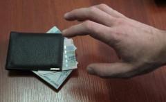 В Майкопе раскрыто 50-летней жительнице Кубани придется ответить перез законом за кражу кошелька с деньгами