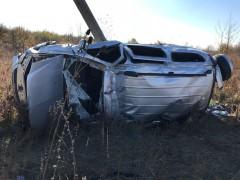 В Усть-Лабинском районе Кубани легковушка влетела в электроопору, есть жертвы