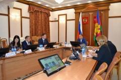 Вице-губернатор Василий Швец провел совещание по борьбе с незаконной рекламой на фасадах объектов потребсферы