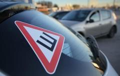 Медведев упразднил знак «шипы» на автомобилях