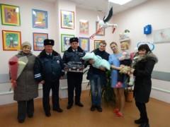 В Ростове сотрудники Госавтоинспекции помогли роженице вовремя доехать до роддома