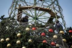 В Невинномысске устанавливают главную городскую елку