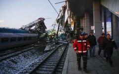 При крушении поезда в Анкаре ранены более 80 человек, есть погибшие