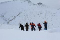 В Хабаровском крае после схода лавины один человек обнаружен живым