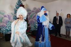 К пациентам детской больницы Невинномысска пришли Дед Мороз, Снегурочка и глава города