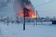 В Оренбургской области горит завод