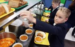 Школьникам запретят приносить еду из дома