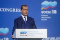 Медведев на РИФ в Сочи призвал изменить подход к оценке уровня бедности