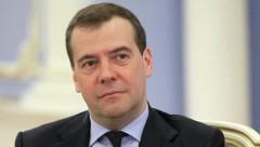 Медведев порекомендовал американскому дипломату почитать учебники по международному праву