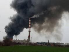 В Краснодаре загорелся склад с полиэтиленом
