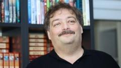 Писателя Дмитрия Быкова ввели в искусственную кому