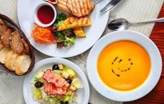 Опрос: 11% россиян обедают в ресторанах
