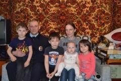 В Кисловодске участковый, возвращаясь домой с работы, вынес из горящего дома четверых детей и их мать