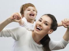 Опрос: 46% россиян уверены, что дети могут вырасти полноценными с одним родителем
