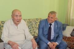 Глава МВД Калмыкии Сергей Никифоров поздравил ветеранов с Днем Великой Победы