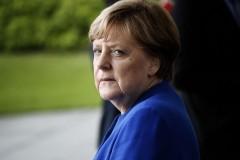 В самолет Ангелы Меркель врезался автомобиль