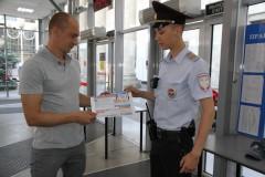 На железнодорожном вокзале Краснодар-1 транспортные полицейские провели акцию «Вместе против коррупции»