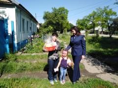 На Ставрополье представитель Следкома РФ навестила с подарками многодетную семью