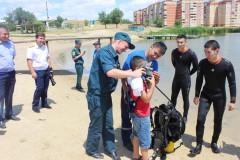 В Калмыкии сотрудники Следкома и МЧС провели мероприятие по безопасности при нахождении на водных объектах