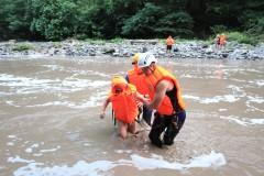 Сочинские спасатели помогли перейти на другой берег реки пятерым отдыхающим