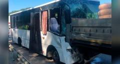 В Северском районе Кубани столкнулись автобус и грузовик, пострадали 17 человек