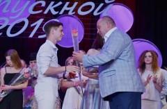 В Невинномысске вручили медали лучшим 11-классникам