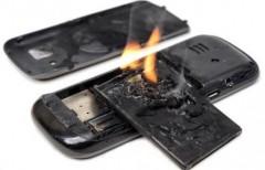 Роскачество: взрыва аккумулятора смартфона можно избежать
