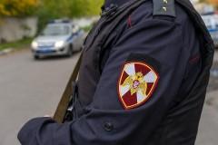 В Кропоткине росгвардейцы задержали двоих подозреваемых в незаконном обороте наркотиков