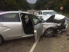 """В Апшеронском районе Кубани """"лоб в лоб"""" столкнулись машины"""