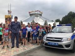 В Кисловодске Росгвардия организовала для детей из Иркутской области поход в цирк