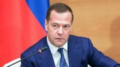 Медведев распорядился сохранить зарплаты при переходе на рабочую неделю в 4 дня