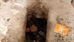 В Татарстане мужчина провалился в общественном туалете, пытаясь достать паспорт