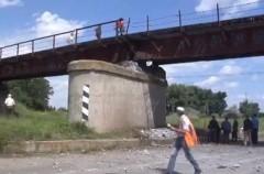 В Луганске пытались взорвать автомобильный мост