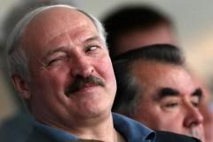 Владимира Зеленского рассмешили шутки об усах Лукашенко