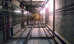 В Красноярске в многоэтажном доме загорелась шахта лифта