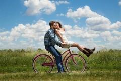 Опрос: 62% россиян считают, что важнее любить, чем быть любимым